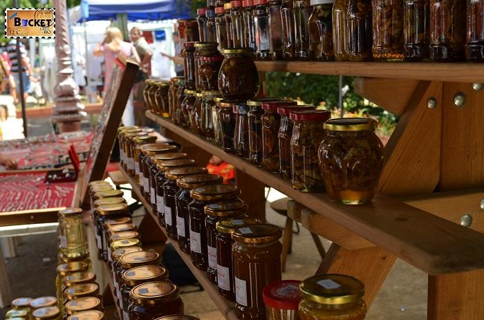 apicultor la Târgul Meşterilor Populari din Oradea