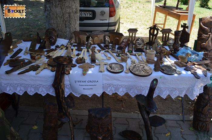 Obiecte din lemn la Târgul Meşterilor Populari din Oradea