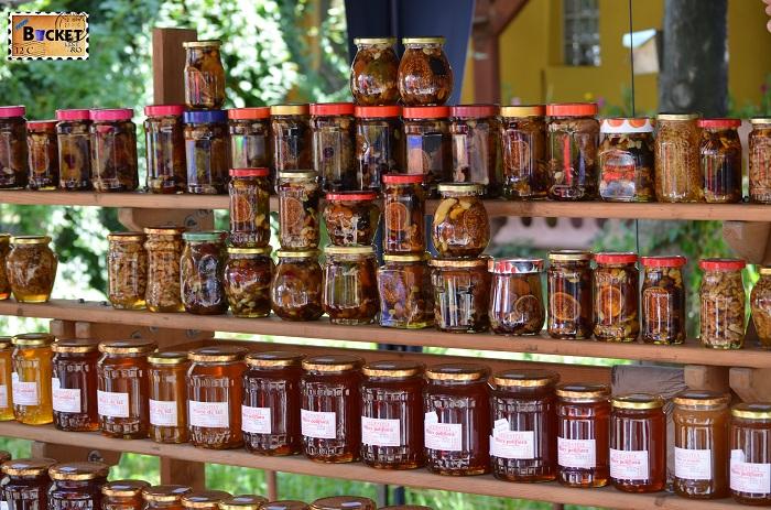 Miere si produse apicole la Târgul Meşterilor Populari din Oradea