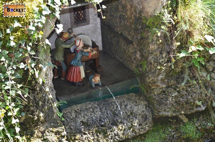 Hellbrunn figurine antrenate de apa