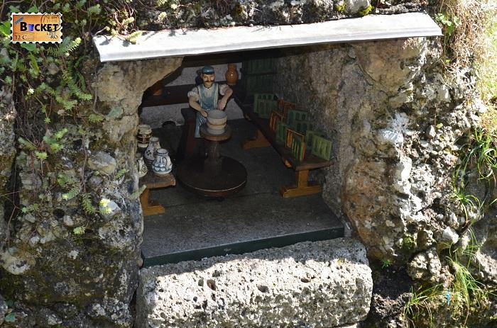 mic teatru de figurine antrenate de apa