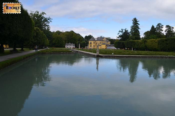 Lac la palatul Hellbrunn
