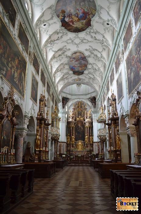 Abatia Sfantul Petru - biserica abatiei  - Salzburg