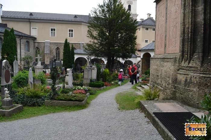cimitirul Petersfriedhof din Abatia Sf Petru Salzburg