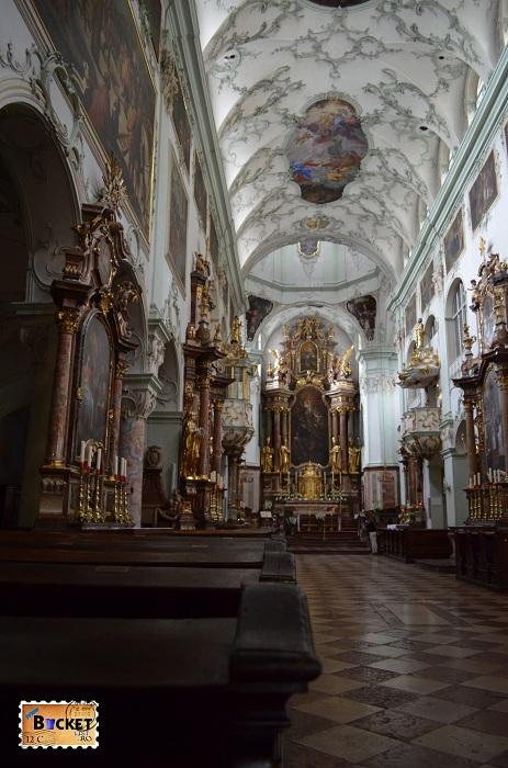 interior din biserica Sfântul Petru din Salzburg