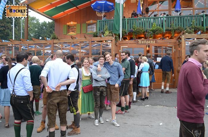 Coada la cortul Schützenfestzelt Oktoberfest Munchen