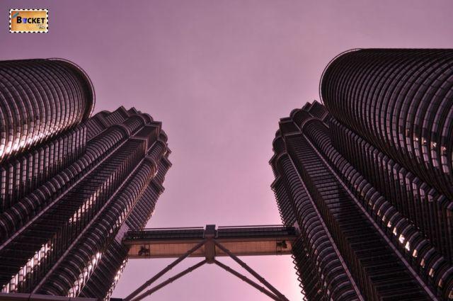 Turnurile Petronas -puntea-  The Petronas Towers