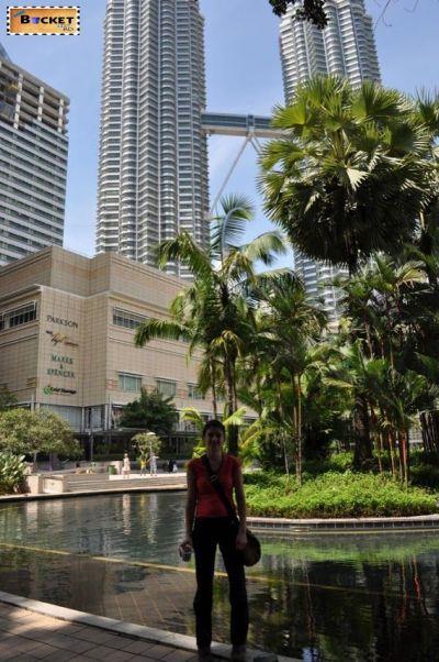 Turnurile Petronas - vedere generala-  Menara Berkembar Petronas