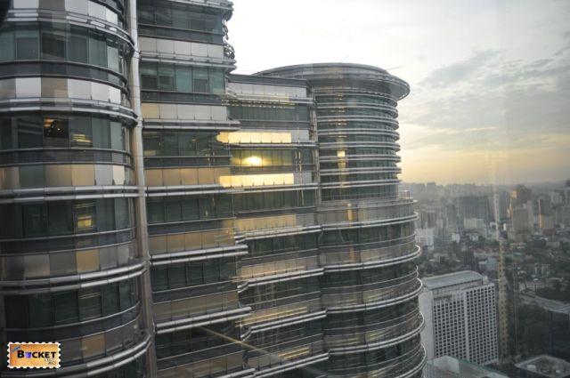 Birouri in turnurile Petronas