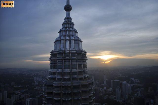 Turnurile Petronas varf