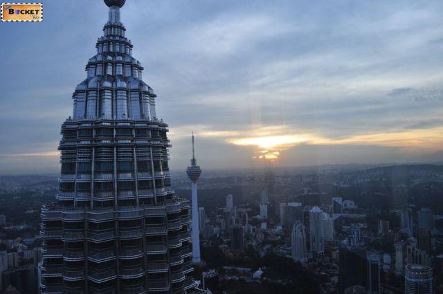 Turnurile Petronas 36
