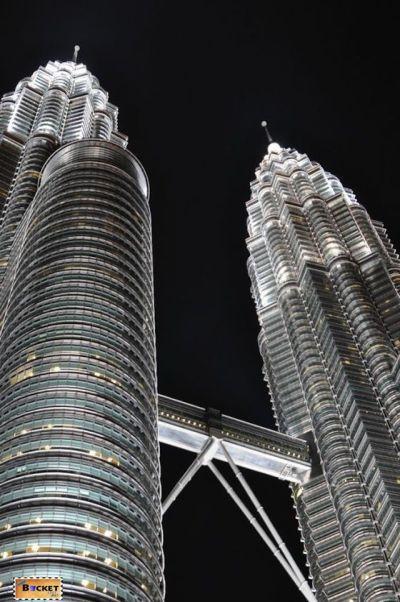 Turnurile Petronas - The Petronas Towers si skybridge