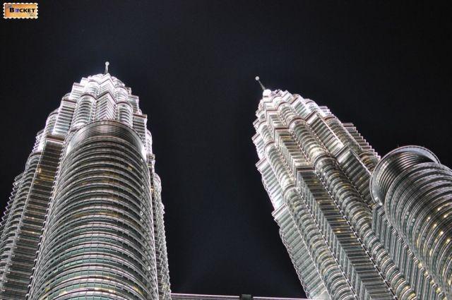 Turnurile Petronas - The Petronas Towers - varfurile