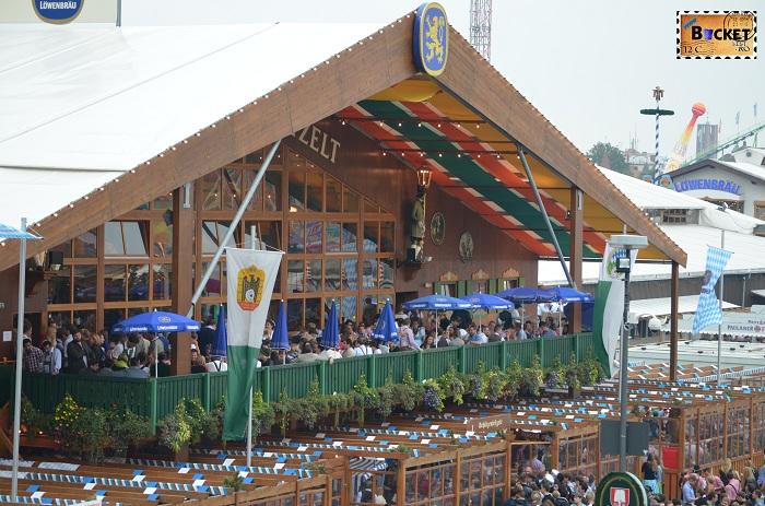 Terasa la cort Schützenfestzelt Oktoberfest Munchen