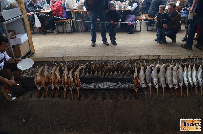 Peste grill terasa cort