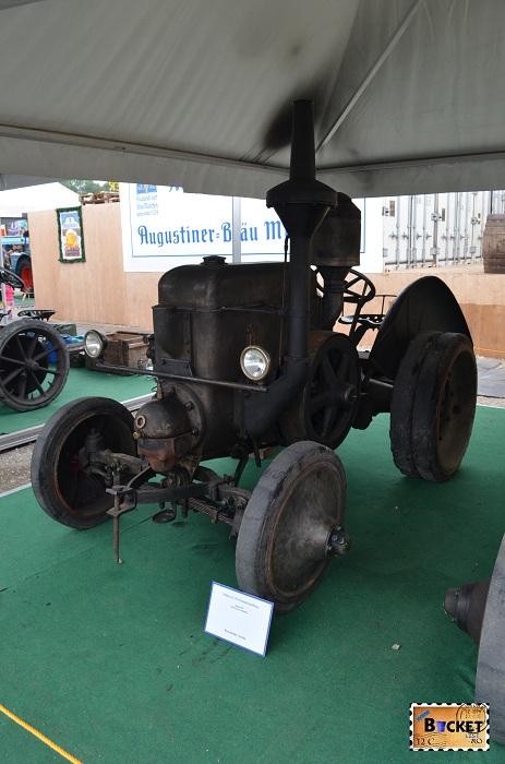 Tractor Bulldog 22 / 28 verdampfungskühlung Oide Wiesn - Oktoberfest Munchen
