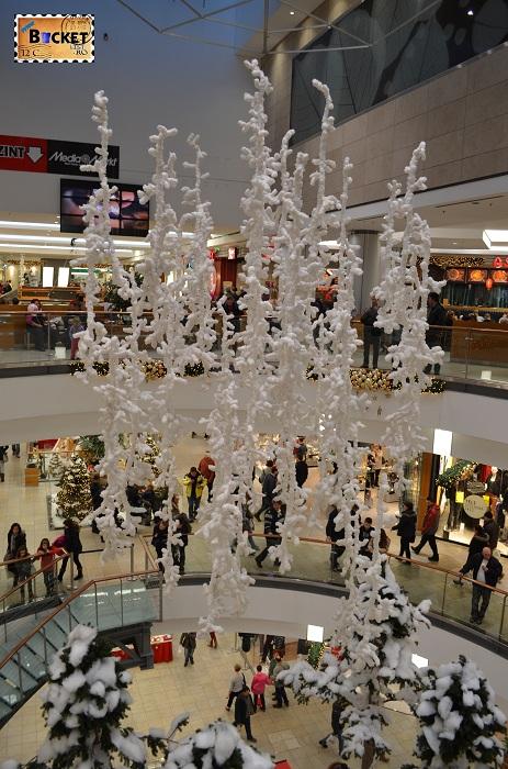 Fulgi de nea la târgul de Crăciun din Forum Debrecen