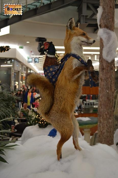 Vulpe in peisaj de iarna la Mini târgul de Crăciun din Forum Debrecen