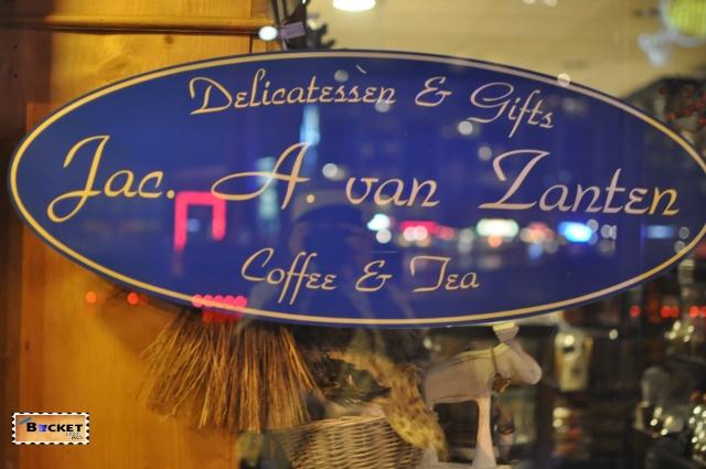 Magazin si cafenea