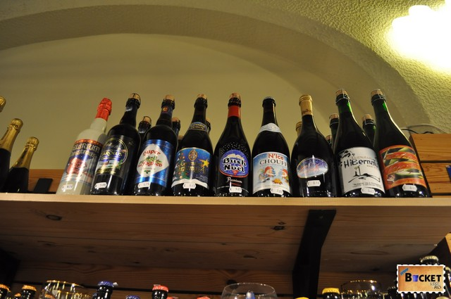 The Bottle shop - rafturi