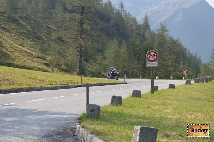 curba ac de par pe drumul Grossglockner High Alpine Road - Cel mai frumos drum alpin din Austria ; Großglockner Hochalpenstraße;