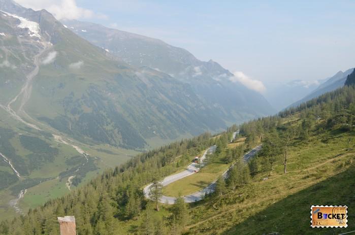 serpentine pe drumul Grossglockner High Alpine Road - Cel mai frumos drum alpin din Austria ; Großglockner Hochalpenstraße;