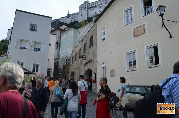 Intrare spre funicularul care duce la castelul din Salzburg