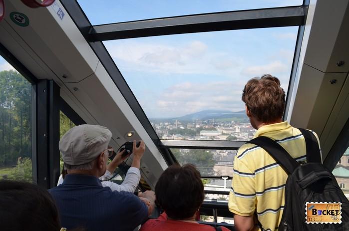 in funicularul care duce la castelul din Salzburg