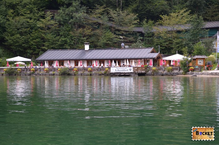 Lacul Konigssee şi Seerestaurant Echostuberl din Schoenau am Konigssee