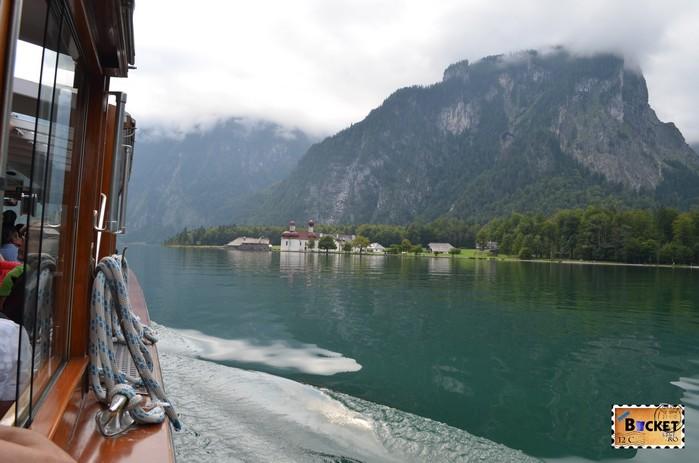 Lacul Koenigssee şi mănăstirea Sf. Bartolomeu (St. Bartholomä)