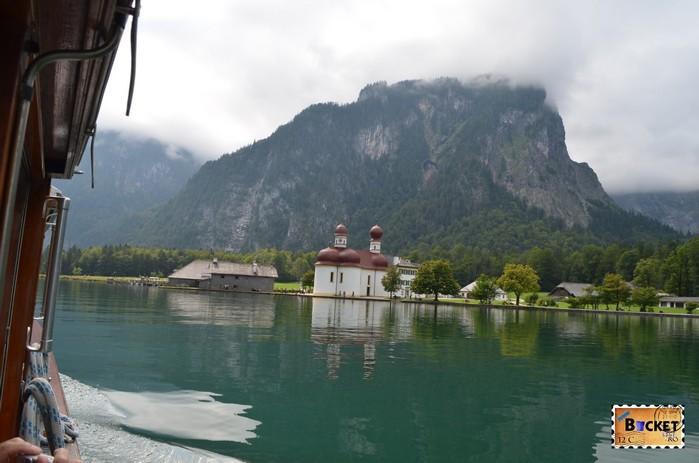 Lacul Koenigssee şi mănăstirea Sf. Bartolomeu