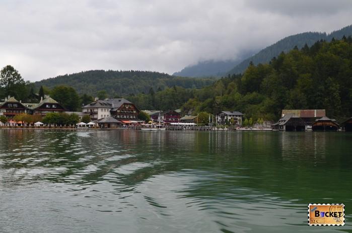 Lacul Koenigssee şi statiunea Schoenau am Koenigssee