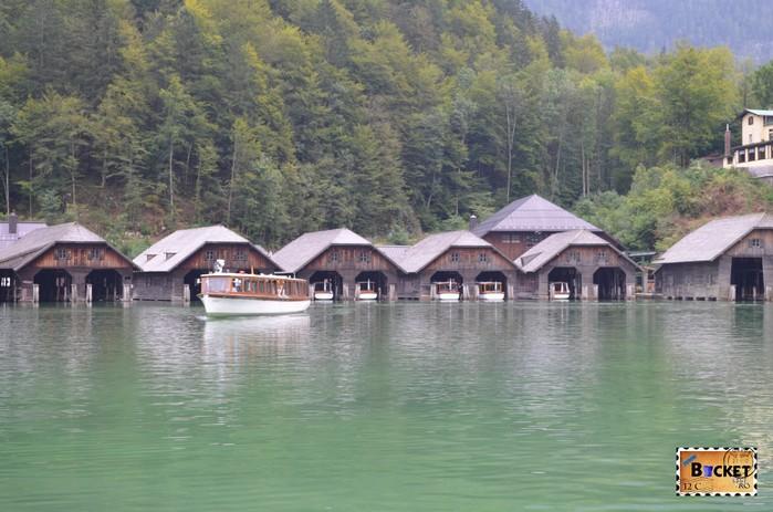 Lacul Konigssee si adaposturile pentru barci din Schoenau am Konigssee