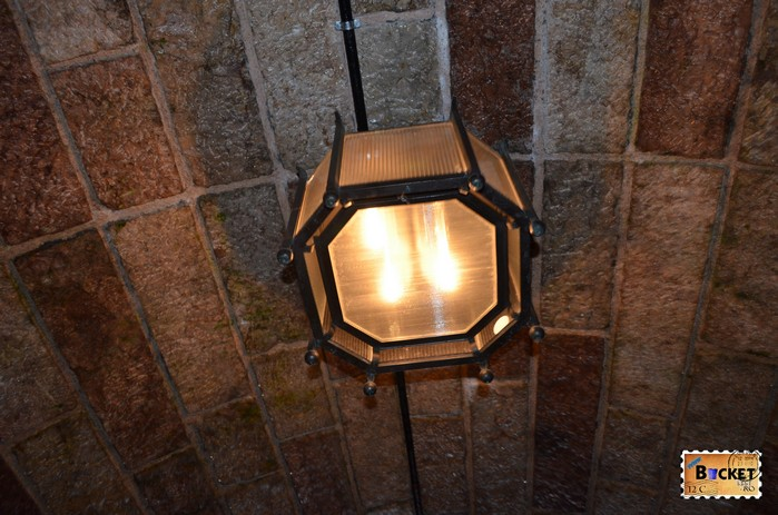 Iluminat in tunelul spre Cuibul de vulturi a lui Hitler - Eagle's Nest.