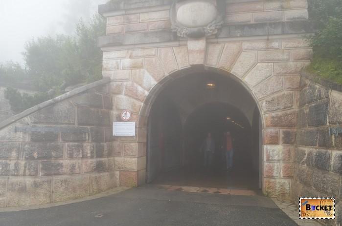 intrarea in tunelul spre Cuibul de vulturi a lui Hitler - Eagle's Nest.