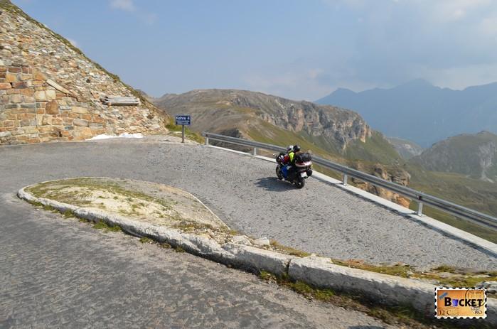 curba ac de par la coborare de pe Edelweißspitze spre drumul alpin Grossglockner
