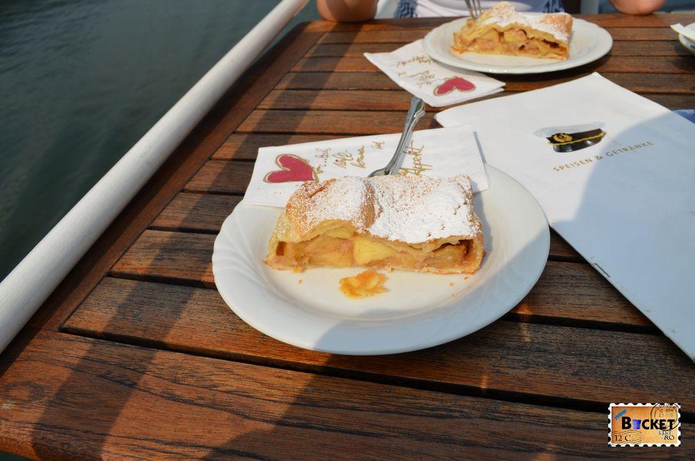 Apfelstrudel pe vasul MS Schmittenhoehe
