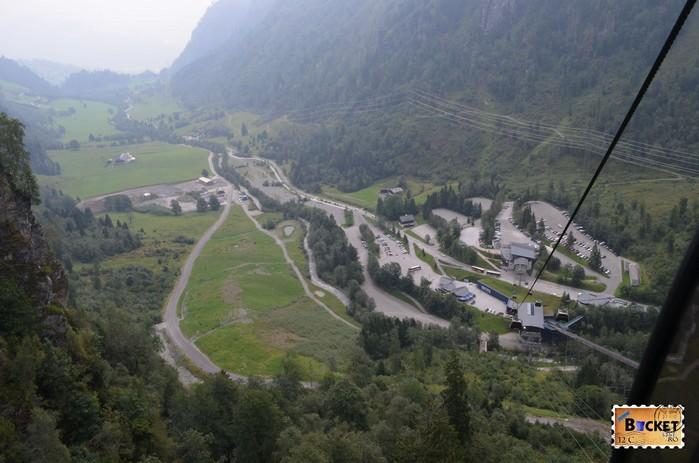 Statia din vale privita din telecabina Panoramabahn