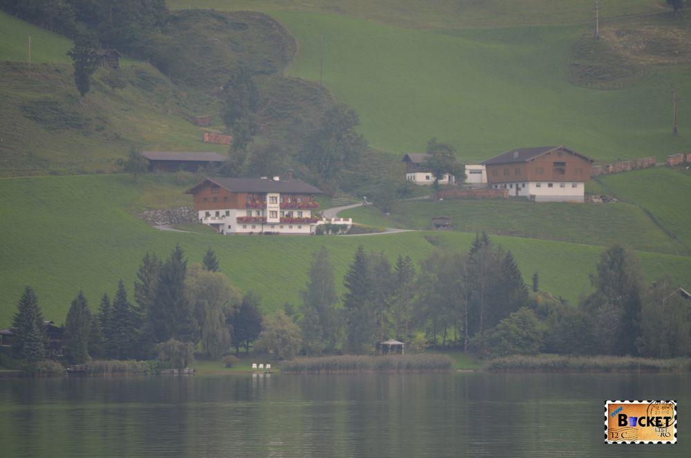 vile pe marginea lacului