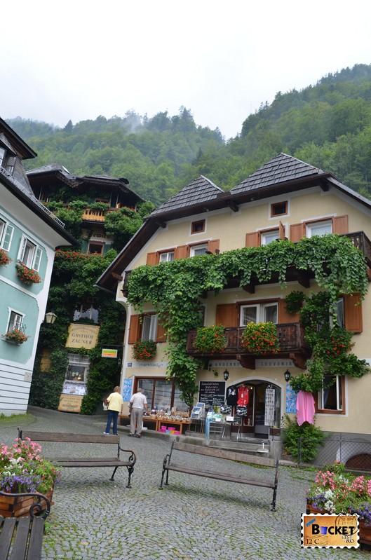 Marktplatz si magazinele traditionale