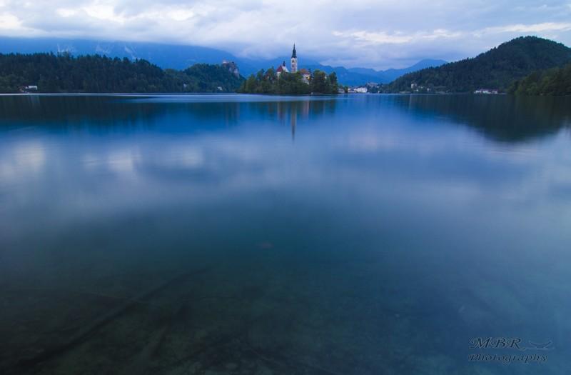 Biserica Sf Maria de pe insula din Lacul Bled Slovenia