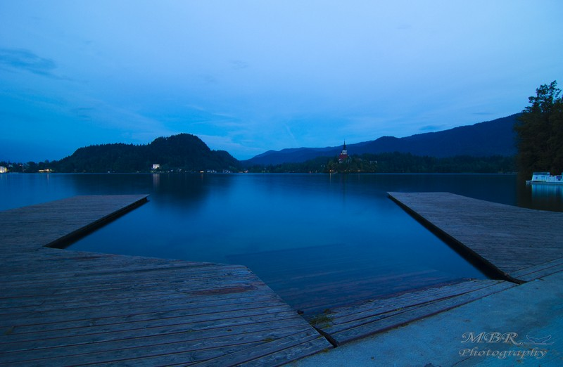 Lacul Bled din Slovenia noaptea