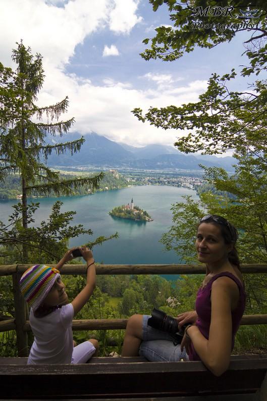 Lacul Bled din Slovenia privit de pe vârful Mala Ostojnica