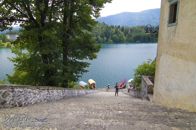 Trepte spre biserica Sf Maria din Bled