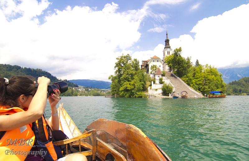 cu barca pe lacul Bled din Slovenia