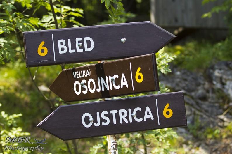 indicatoare spre vârful Mala Ostojnica