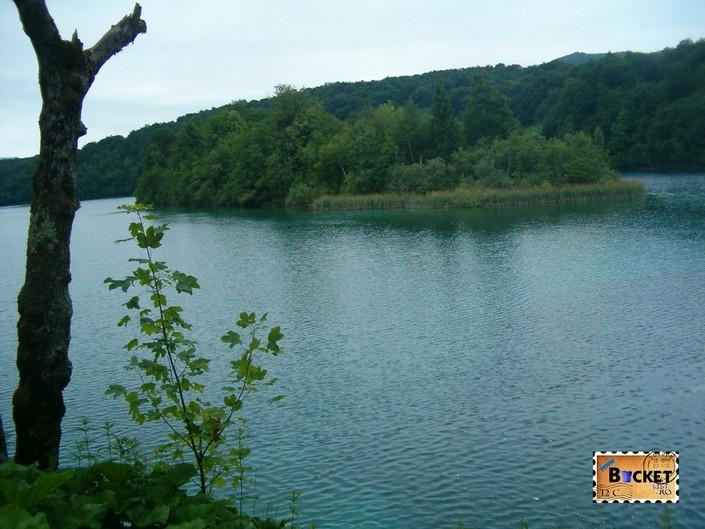 Stefanijin otok de pe lacul Kozjak din Parcul National Lacurile Plitvice