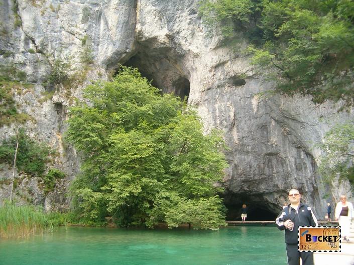 peștera verticală Pecina Supljara din parcul Plitvice