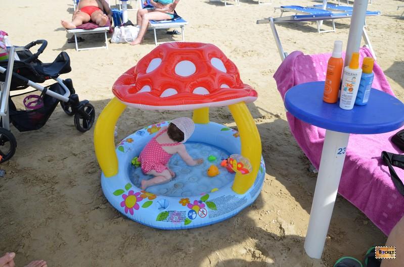 Bebelus la plaja - Lopar insula Rab Croatia