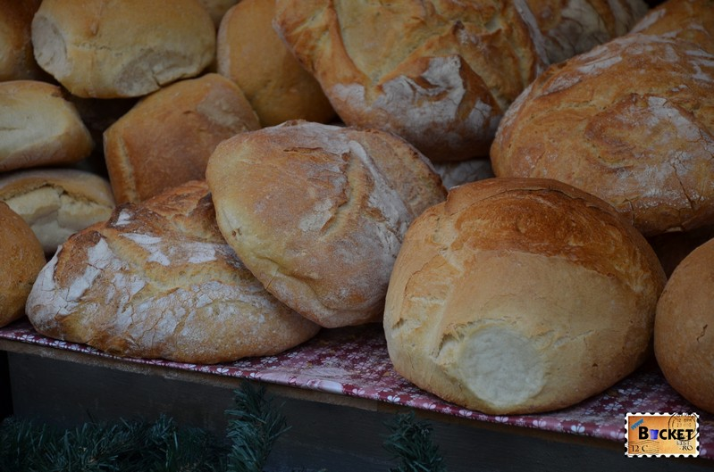 Pâine tradiţională, coaptă pe vatră